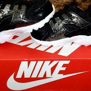 Toddler size 6 unisex  Nike Hurache  shoes